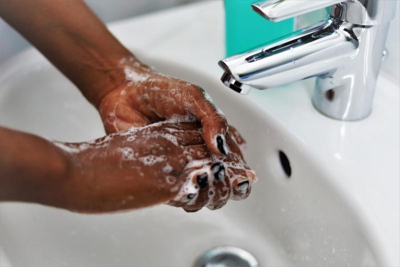Basal hygien och närvarande chef klarar smittan