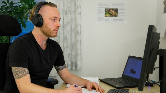 Unga med cancer får stöd via videolänk