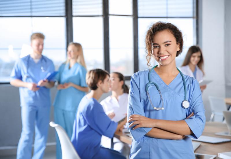 Skövde utbildar sköterskor med inriktning på vård av äldre